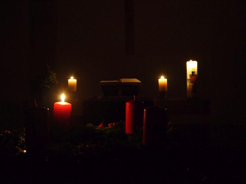 Adventkranz und Kerzen